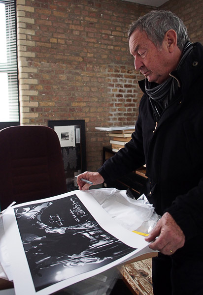 Pink Floyd news :: Brain Damage - Nick Mason signing limited edition print and fans' memorabilia