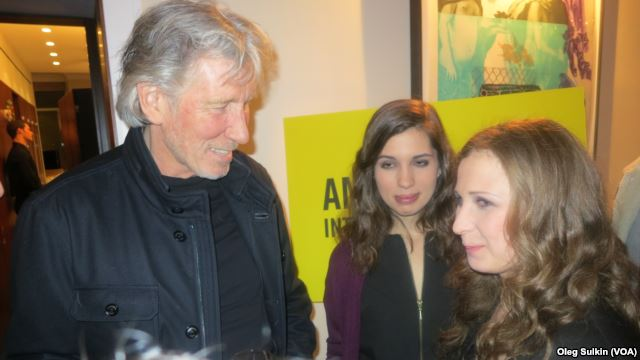[topic unique] Roger et le conflit israelo-palestinien - Page 6 Roger_waters_with_pussy_riot