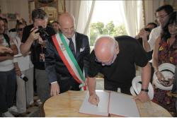 David Gilmour becomes honorary citizen of Pompeii
