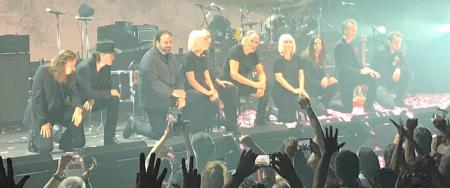 Roger Waters and band #takeaknee in Hartford, CT, September 2017